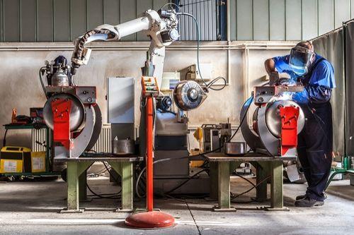 Roboti vyřeší nedostatek pracovníků jen částečně