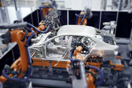 Průmyslová produkce a zakázky zaznamenaly v červnu pokles