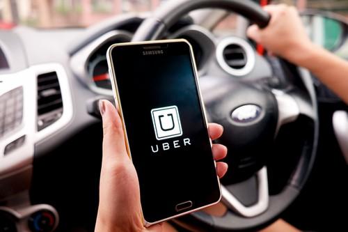 Kontroloři Finanční správy se zaměří na služby typu Uber
