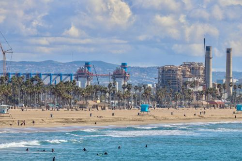 Kvetoucí byznys v éře sucha: odsolenou mořskou vodu pije už 300 milionů lidí