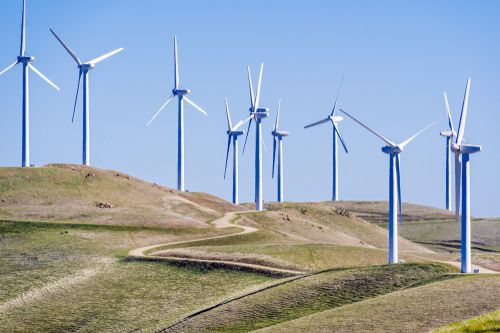 Inspekci listů větrných elektráren mají dělat roboti a drony. Práce člověka je neefektivní