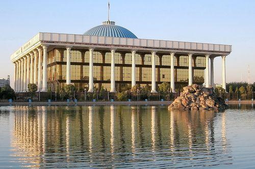 Zatímco se Turkmenistán ocitl v izolaci, Uzbekistán zvolil cestou reforem