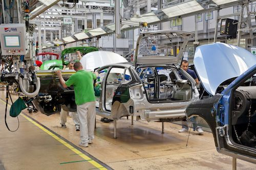 Brexit bez dohody děsí automobilky v Británii, Ford už plánuje přesun výroby