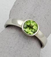 C. Priolo: Terry Seaver - Ring Peridot S-1231
