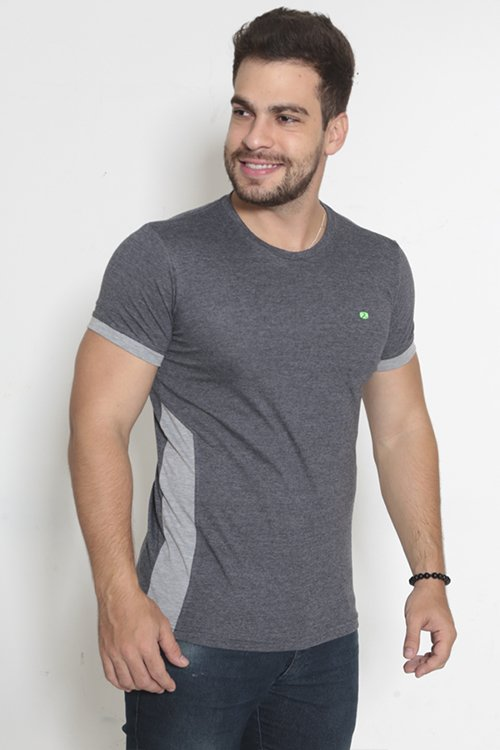 T-SHIRT FITNESS C/ REC LATERAL/PUNHO CONTRASTE