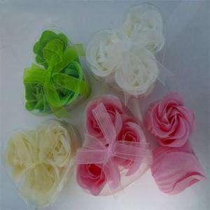 Baño y aromas - Caja 3 rosas de jabon (Surtido blanca, verde, marfil y rosa) (Últimas Unidades)