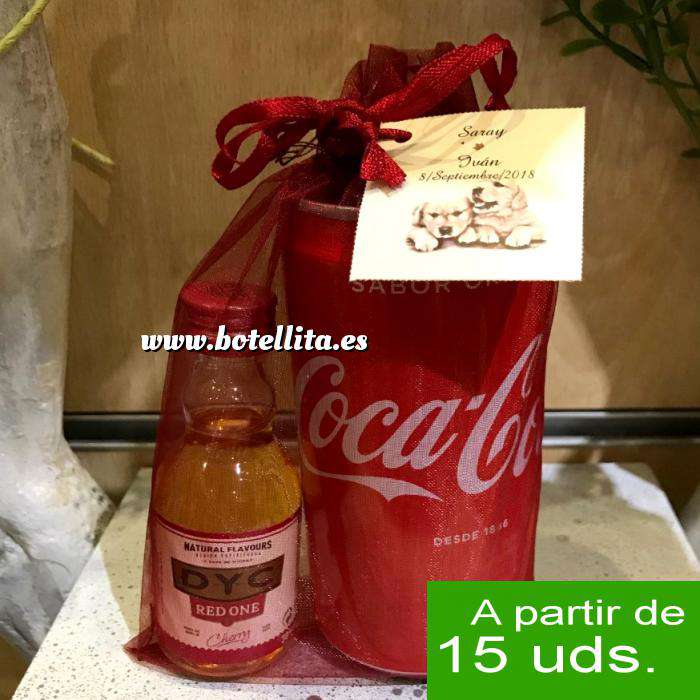 Imagen EN KITS DE REGALO Pack Whisky DYC Cherry 5cl más Coca Cola 25cl más Bolsa de Organza