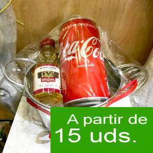 EN KITS DE REGALO - Pack Whisky DYC Cherry 5cl más Coca Cola lata 25cl más Cubo de metal