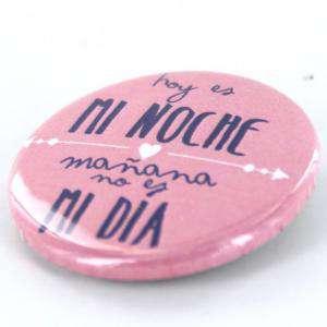 Chapas 31mm con frases - Chapa 31 mm con frase: Hoy es mi noche, mañana no es mi día