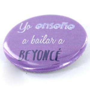 Chapas 50mm con frases - Chapa 50 mm con frase: Yo enseñé a bailar a Beyoncé