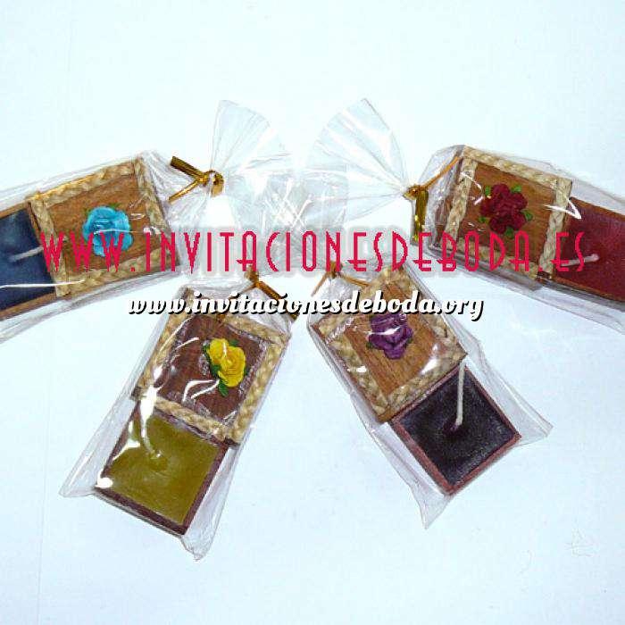 Imagen Baño y aromas Caja madera con vela flor (Últimas Unidades)