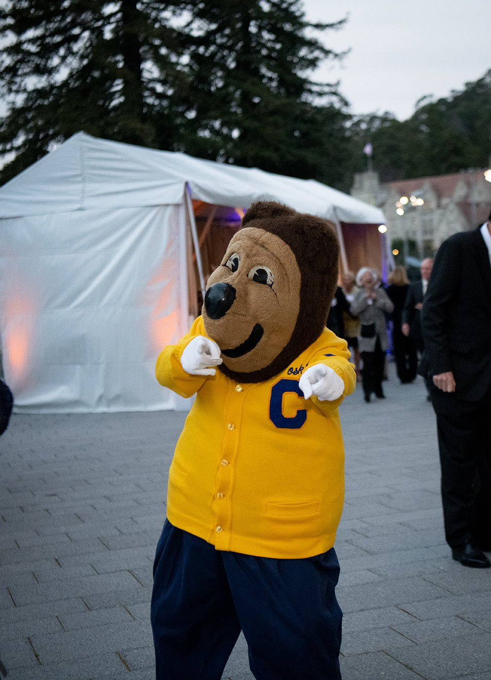 Photo of Oski pointing at the camera