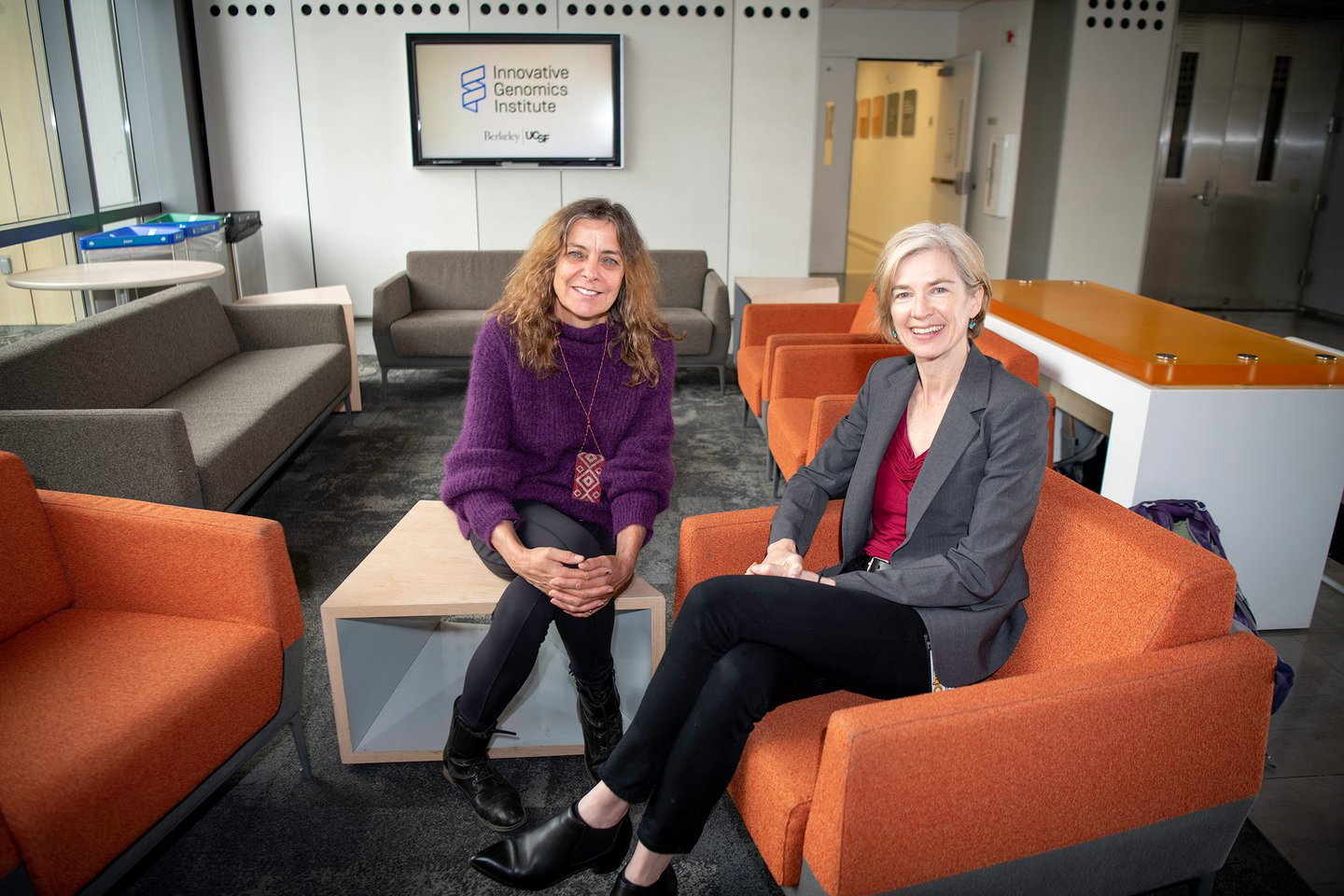 Photo of Jill and Jennifer sitting in the lobby of the Innovative Genomics Institute.
