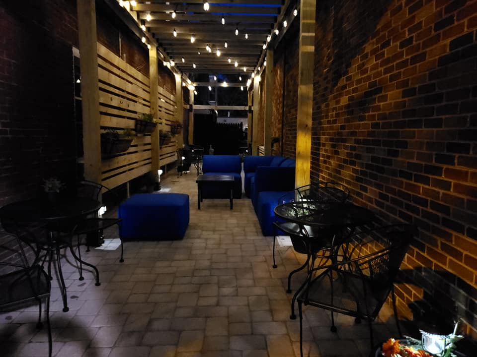 Historic Hotel Nichols Private Patio and SunDeck