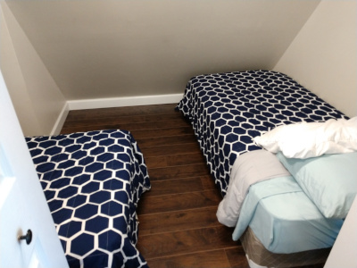 Kids nook, 2 twin beds, small room