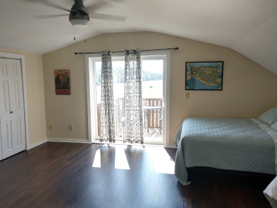 Large room, Queen and twin bed, private deck