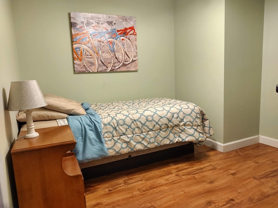 First-floor bedroom, one twin bed