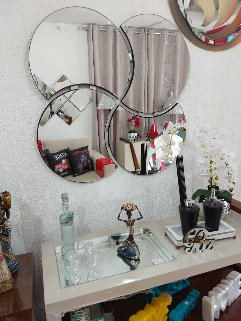 Espelho Decorativo de Parede Modelo Trevo, Disponível nos Tamanhos de 1 x 1 Metro e 0,80 x 0,80 cm
