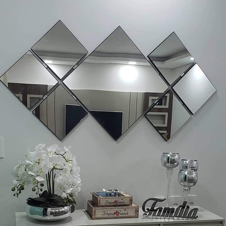 Espelho Decorativo de Parede Tamanho 1,53 x 0,75 Metros com Detalhes em Preto