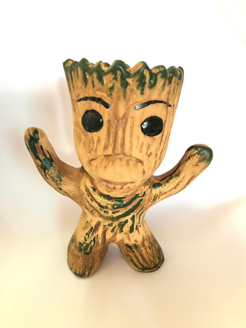 Cachepot Baby Groot Em Pé Em Cerâmica