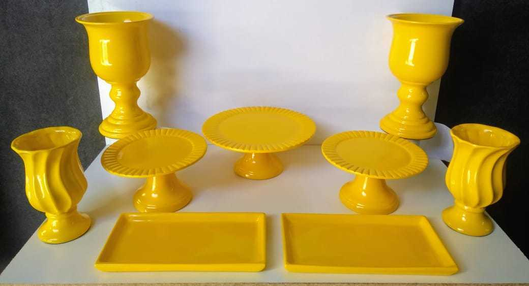 Kit Cerâmica para Festas Amarelo 9 Peças c/ Taças Boleiras e Travessas - Eventos e Decoradores