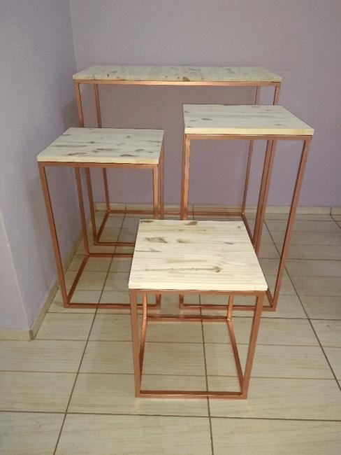 Jogo de Mesas Cubo para Festa em Pinus e Ferro 4 Peças - Disponível nas Cores Rose Gold, Dourado e Preto