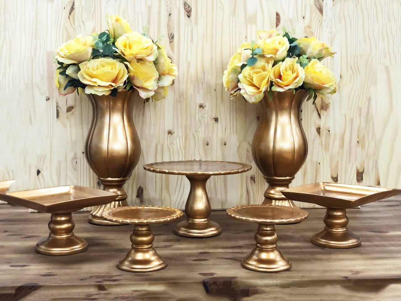 Kit Festa em Cerâmica Cor Dourado com 7 Peças, com Taças, Boleiras e Doceiras