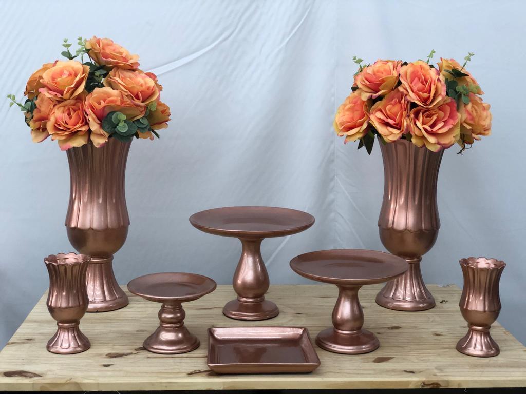 Kit para Festa em Cerâmica Cor Rose Gold com 8 Peças, com Taças, Boleiras e Prato