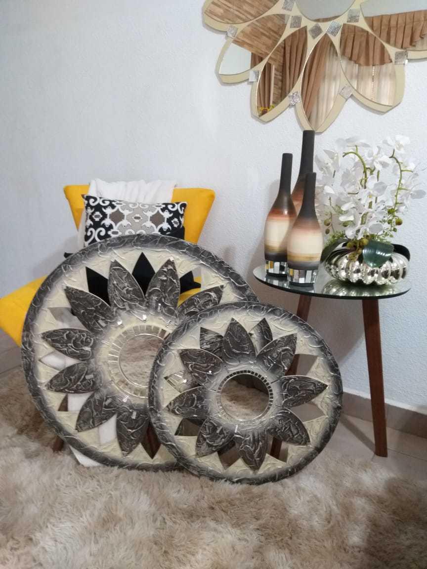 Kit Trio de Quadros Mandalas Decorativas de Parede Modelo Estrela Cor Off White e Tabaco, 1 Metro, 80 cm e 60 cm de Diâmetro