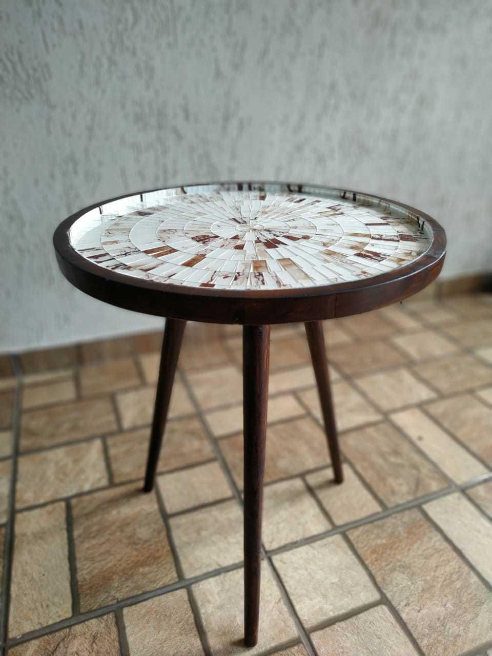 Mesa de Canto Tripé Mosaico Cor Marrom Mesclado Revestido em Vidro