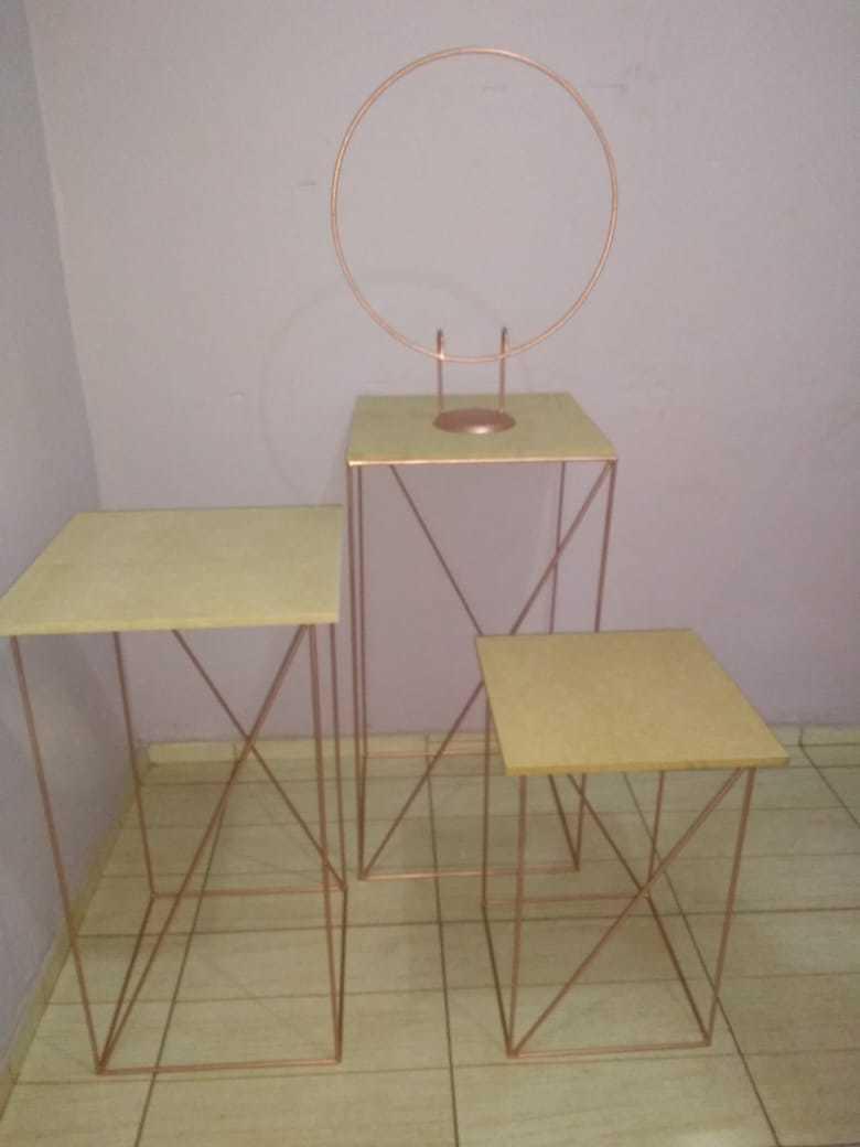 Conjunto de Mesas Cubo Baby, Encaixáveis, com Tampos em MDF + Mini Arco em Ferro, Ideal para Festas