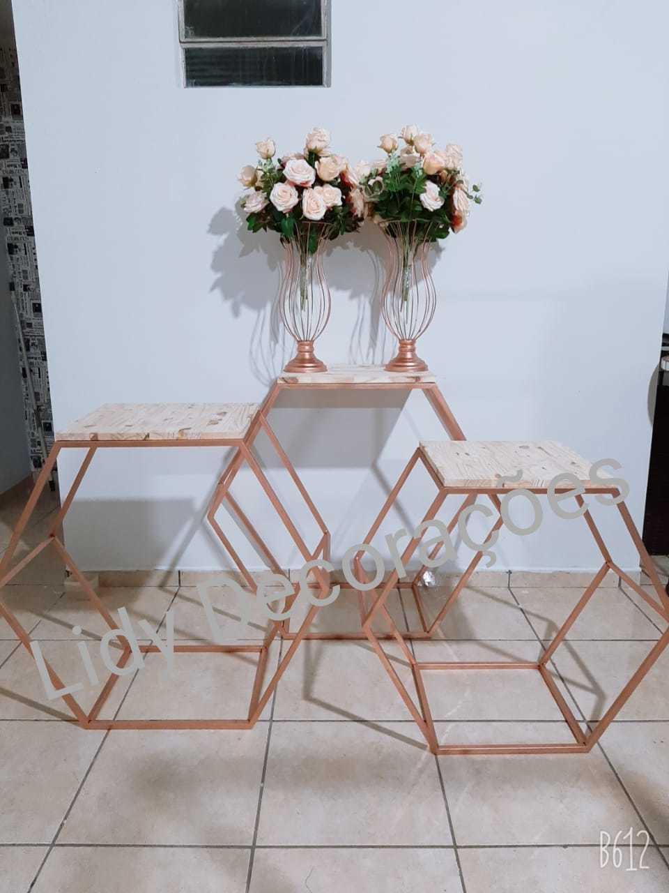 Trio de Mesas Hexagonal para Festa em Ferro com Tampo em MDF Isabelly Cor Rose