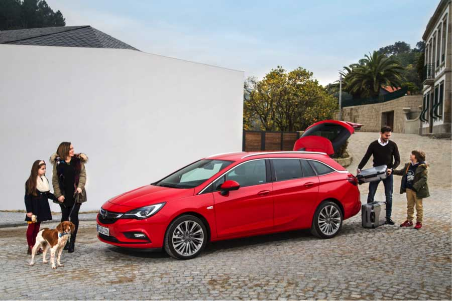 A picture of a Opel Astra Sports Tourer Family Cars