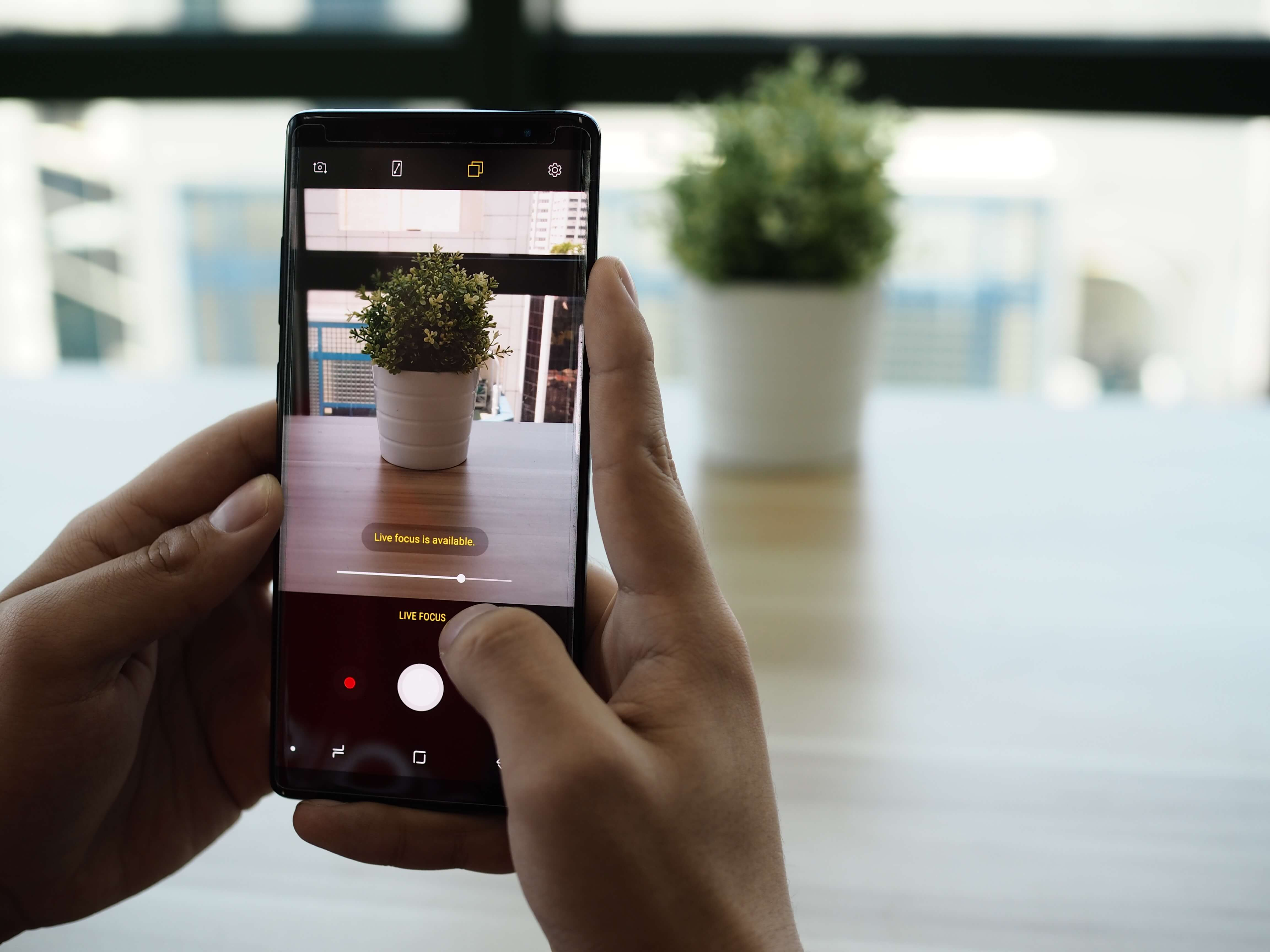 How Samsung Galaxy Note 8 Live Focus Feature helps you steady your camera