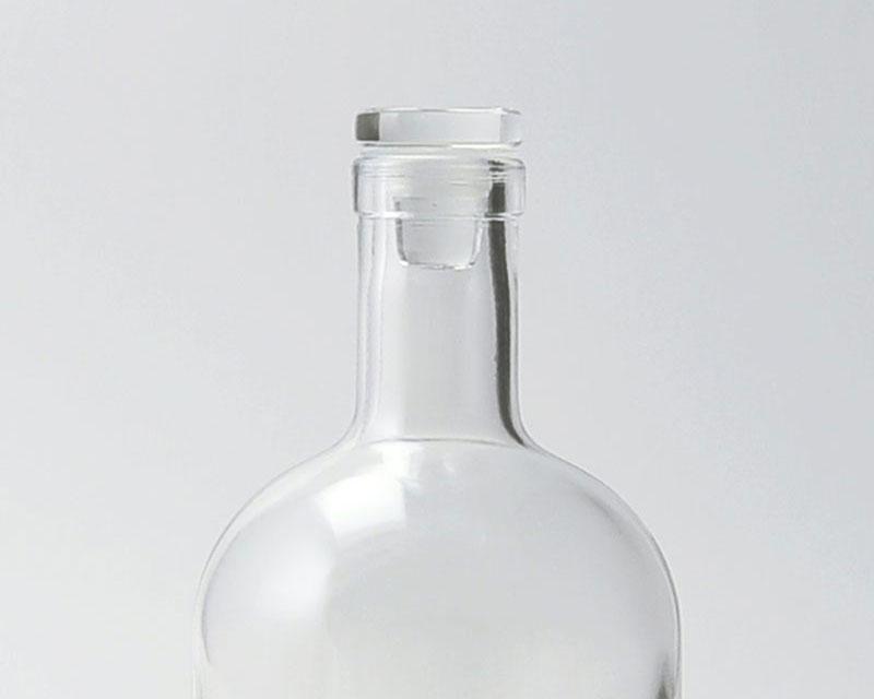 Le petit modèle de bouchon plat s'associe parfaitement à la bouteille en verre bordelaise 75cl, mais aussi avec l'Island 50 cl