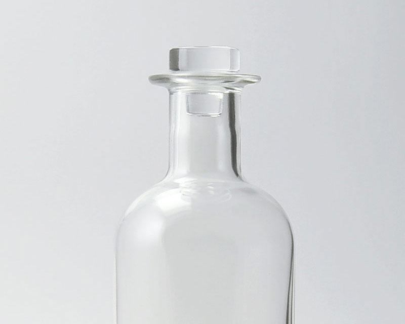 Le grand modèle de bouchon plat proposé par bouteilles d'Eauteur apporte une certaine consistance aux carafes en verre serigraphiées, il convient parfaitement aux carafes Island 75cl, Aero ou encore Bistrot transparente 75cl