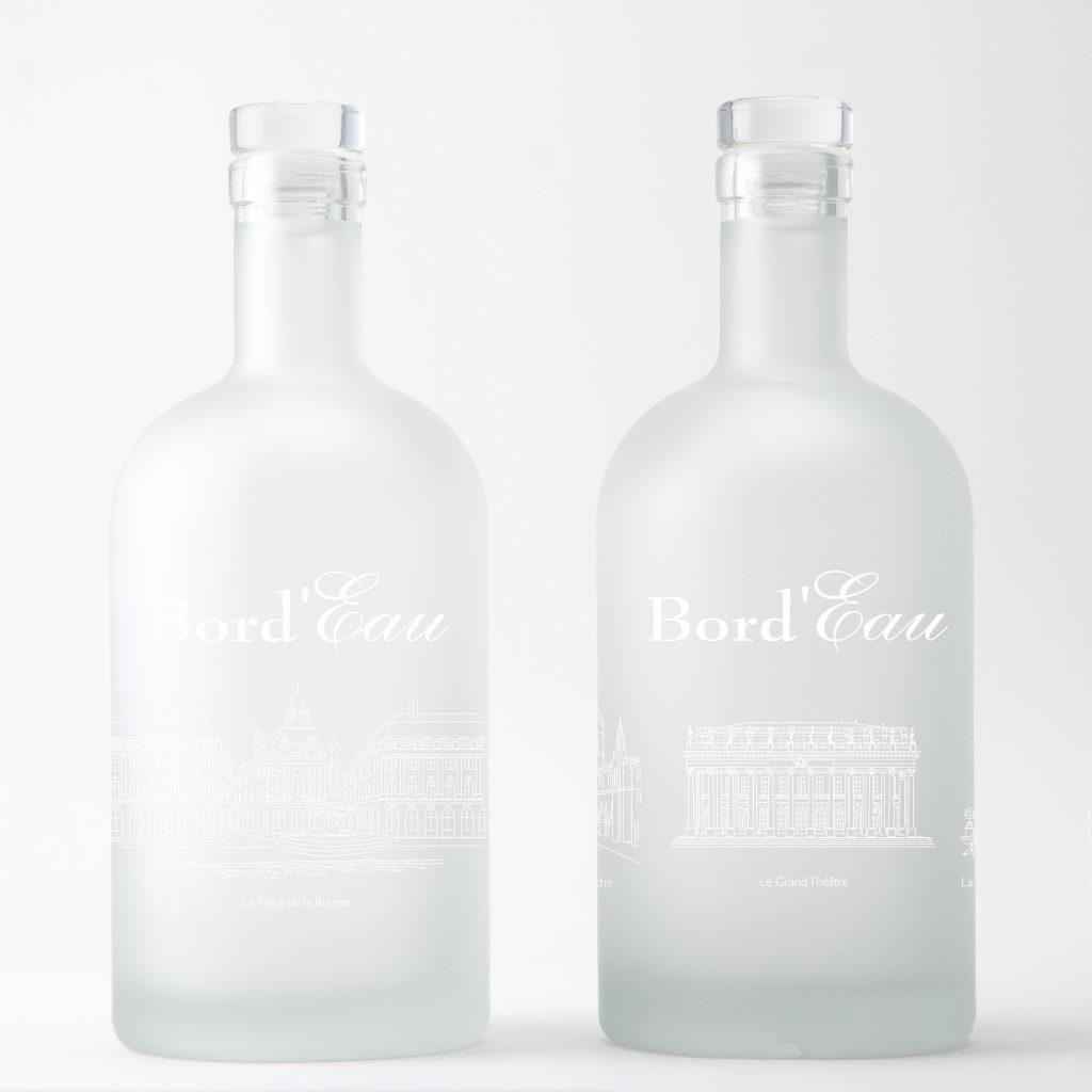 Tous les grands monuments de Bordeaux sont sur cette bouteilles sablée dessinée par Bouteilles d'Eauteur