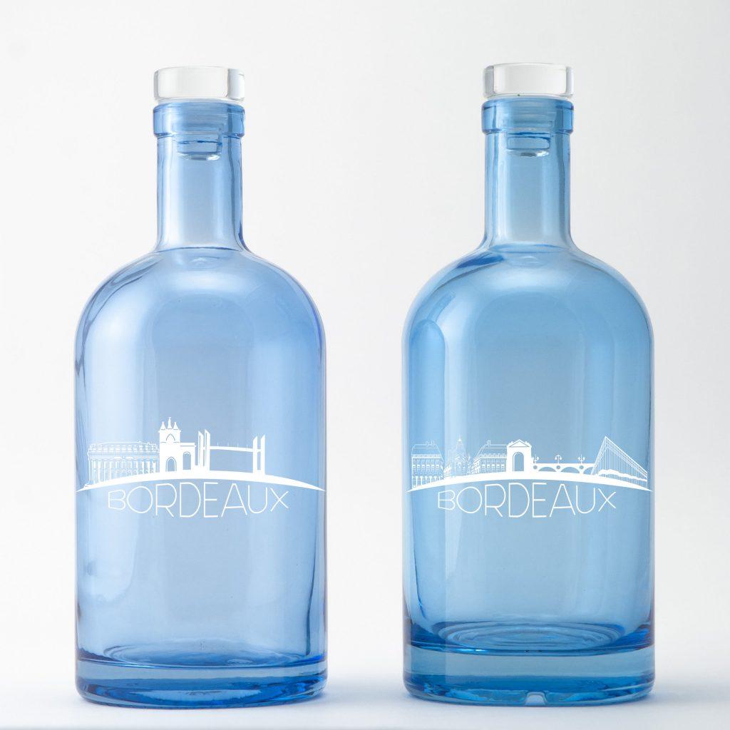 La ligne d'horizon de cette bouteille d'eau décorée par Bouteilles d'Eauteur represente les monuments de Bordeaux