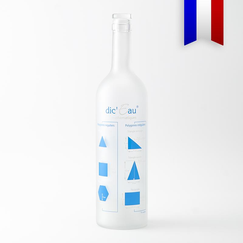 Souvenir de l'école et des cours de Géométrie, cette bouteille satinée décorée en bleu et blanc illustre les formules de calculs d'Aires et de Volumes des principales formes géométriques. Le cadeau parfait pour se préparer aux exams! Les bouteilles personnalisées de la série Dic'Eau sont des créations Bouteilles D'Eauteur.