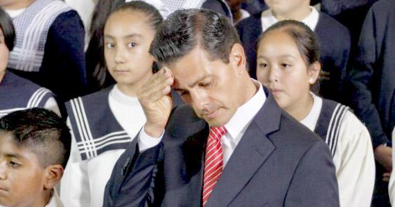 Peña Nieto es acusado de plagiar su tesis de Derecho