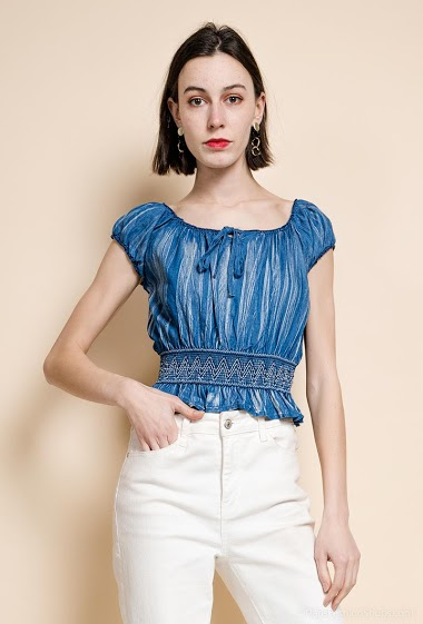 Blouse with puff sleeves. The model measures 177 cm