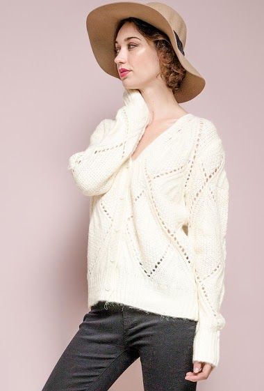 Cable knit cardigan. The model measures 177 cm