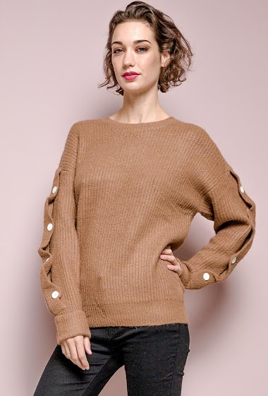 Sweater with buttons. The model measures 177 cm