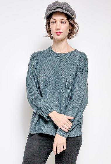 Pull en laine mélangée. La mannequin mesure 177 cm