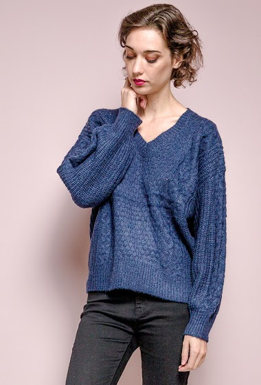 Sweater in wool mix. The model measures 177 cm