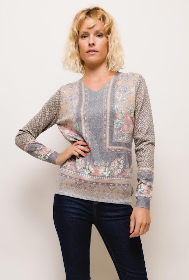 Shiny printed sweater,The model measures 177cm and wears S/M. Length:65cm