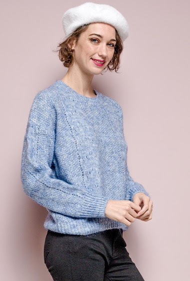 Cable knit sweater. The model measures 177 cm