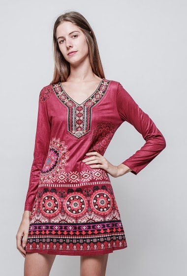 Printed suede long sleeve dress. The model measures 180 cm and wears S/M