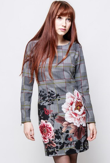 Robe à carreaux, manche longues , fleurs imprimées. La mannequin mesure 174cm et porte du S/M
