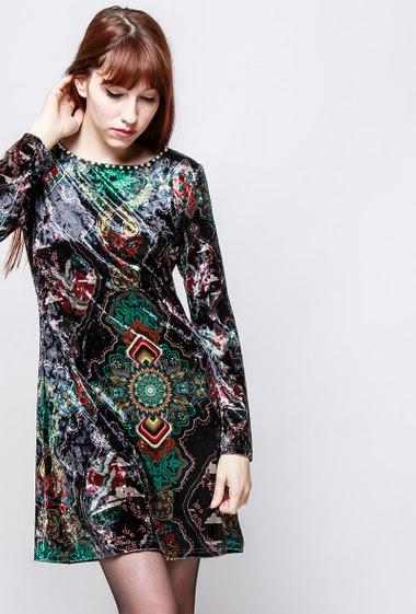 Robe imprimée à manches longues, imitation velours. La mannequin mesure 174cm et porte du S/M